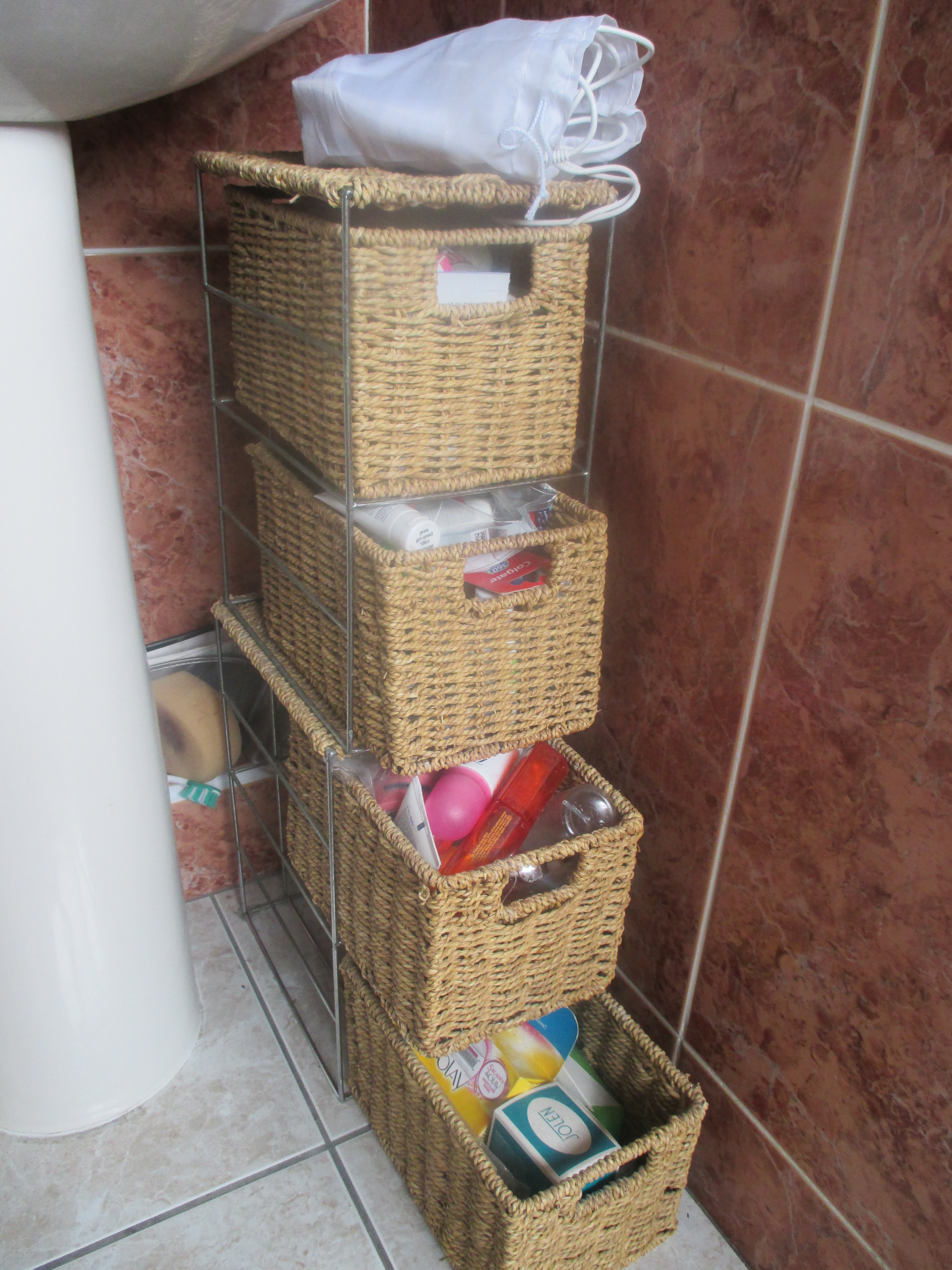 Photo of bathroom cosmetic storage - full
